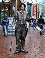 Foto von Charly Chaplin Statue