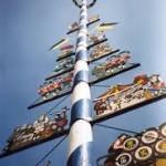 ein deutscher maibaum foto