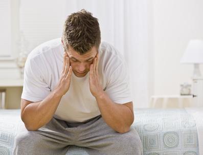 mueder depressiver mann mit burnout foto