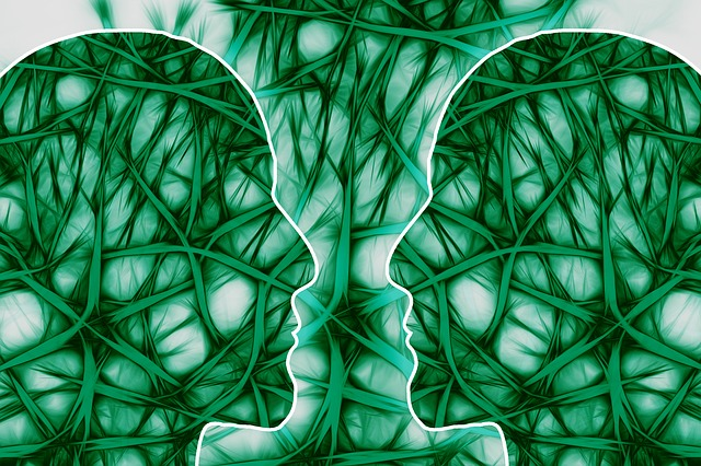 gehirzellen koepfe in gruen grafik