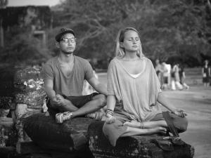 Ballnt Foeldesi meditation zu zweit auf steinen
