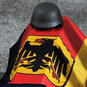 deutscher Bundeswehr sarg mit gefallenem