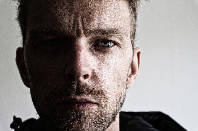 Foto von traurigen Mann