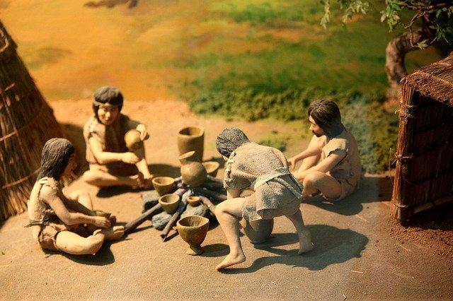 steinzeitmenschen in einer gruppe, auf menschenfreund.net