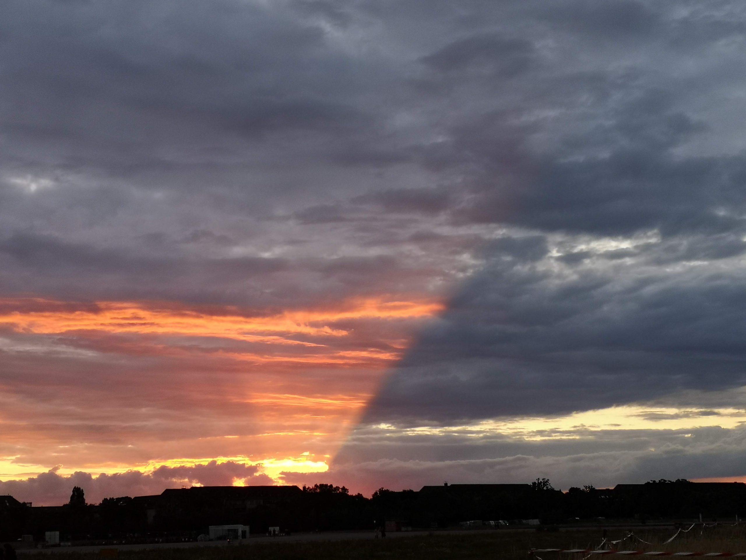 Licht und Schatten. sonnenuntergang. für artikel warheit auf menschenfreund.net